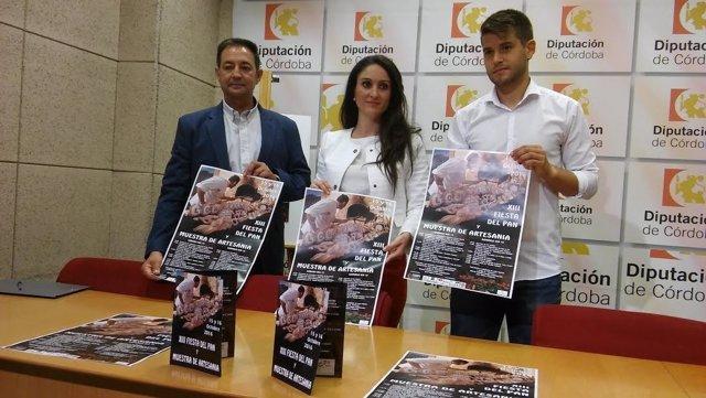 Gómez (centro), durante la presentación del evento