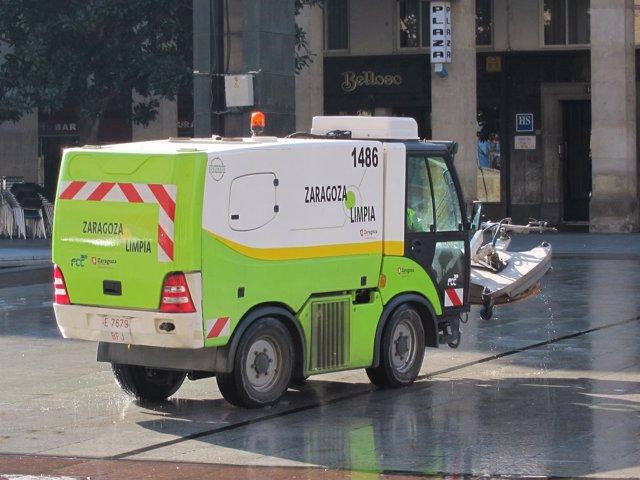 Máquina-vehículo de limpieza de calles de Zaragoza