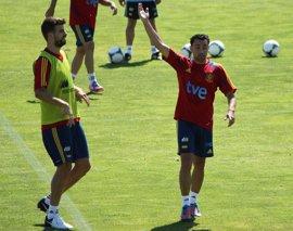 """Xavi: """"Piqué está harto, cualquiera diría que se quitó el escudo del pecho"""""""