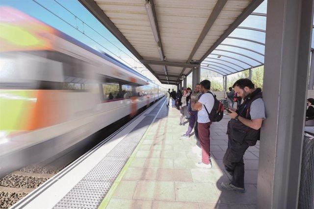 El 31% de los trenes que cruzan la estación de Viladecans no tienen parada