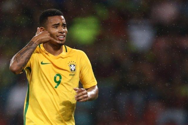 Gabriel Jesus marca con Brasil