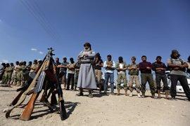 """Rebeldes sirios apoyados por Turquía se topan con """"firme resistencia"""" de Estado Islámico"""