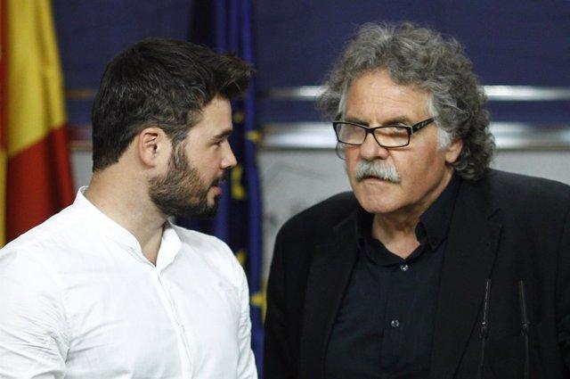 Gabriel Rufián y Joan Tardá en el Congreso tras reunirse con Rajoy