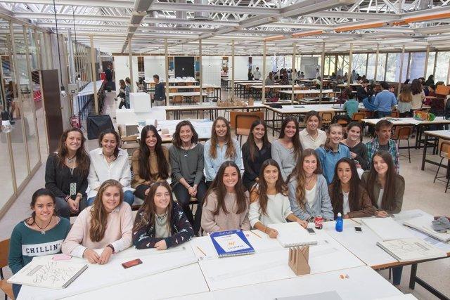 Estudiantes de Bachillerato en la Escuela de Arquitectura