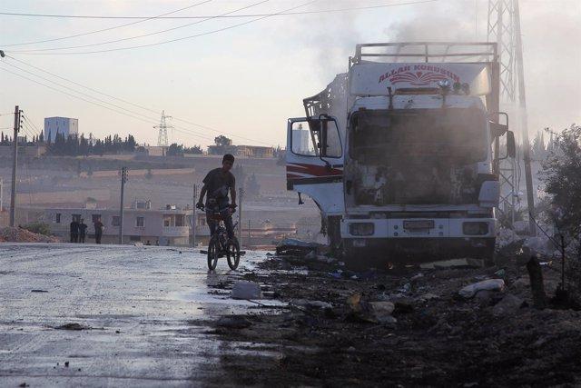 Camión del convoy con ayuda bombardeado cerca de Alepo