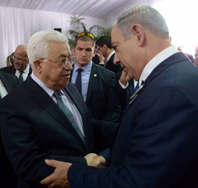 Saludo entre Abbas y Netanyahu en el funeral de Peres