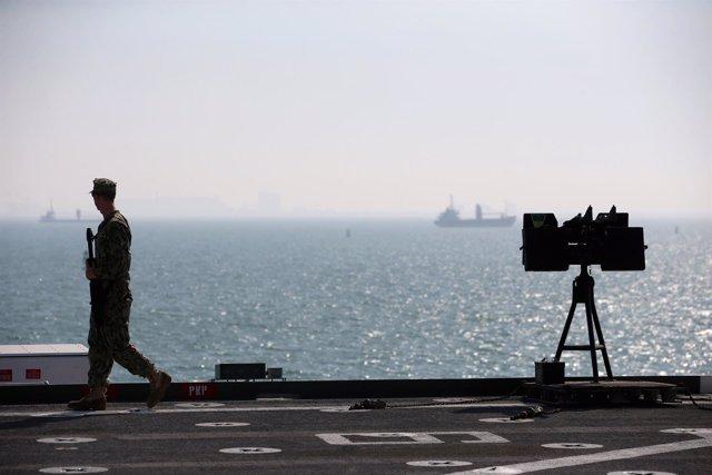 Vista desde el destructor 'USS Ponce' de la Marina de EEUU