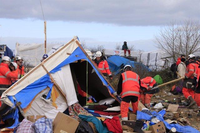 Trabajos de desmantelamiento del campamento de Calais