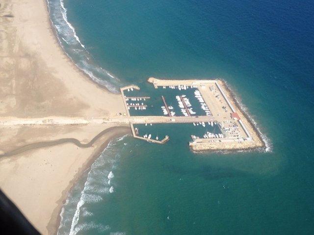 Imagen aérea del puerto de Coma-ruga.