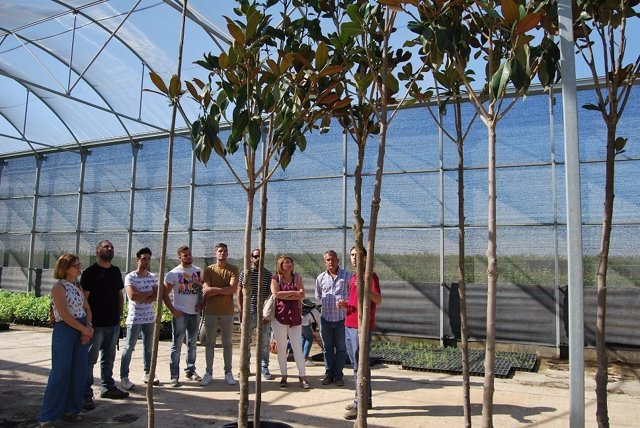 Visita de la diputación de Badajoz a los viveros de Aceuchal