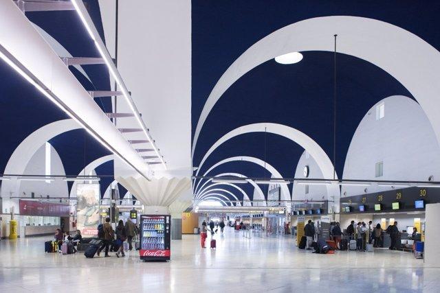 El edificio terminal del Aeropuerto de Sevilla cumple este domingo 25 años