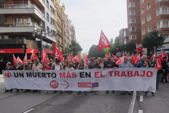Concentración por la muerte de un trabajador en Oviedo el pasado viernes.