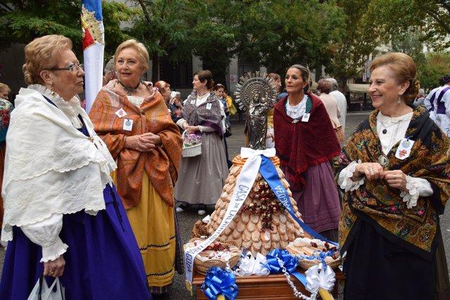 La Ofrenda de Frutos ha congregado a miles de personas en el centro de Zaragoza.