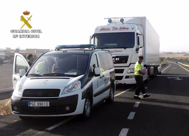 La Guardia Civil Intercepta A Un Camionero Conduciendo Un Tráiler De 40 Tonelada