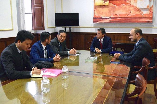Reunión con el embajador