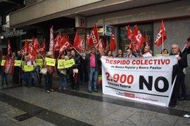 Sindicatos denuncian que el Popular comenzará a cerrar oficinas este mes en Galicia
