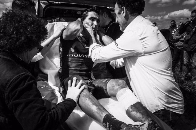 Fran Ventoso tras su corte en tibia en la París-Roubaix de 2016