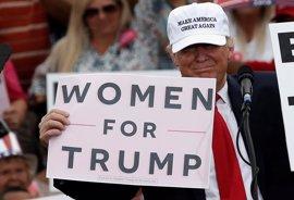 Trump niega las informaciones sobre supuestos tocamientos a mujeres