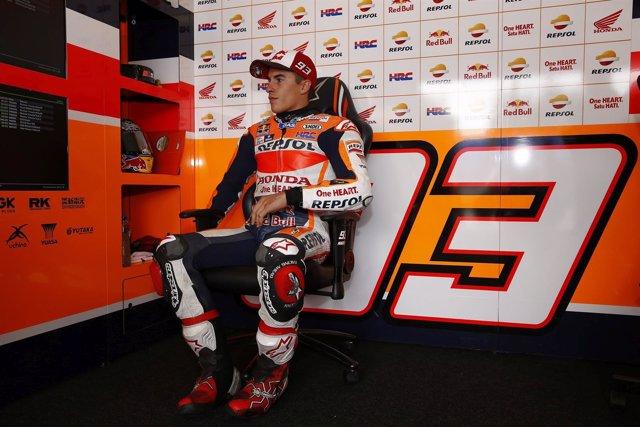 Marc Márquez en el box de Brno