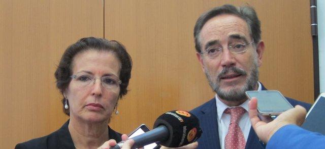 El consejero Felipe López junto a la delegada de Almería Gracia Fernández