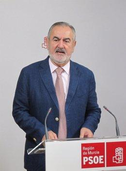 Rafael González Tovar se dirige a los medios
