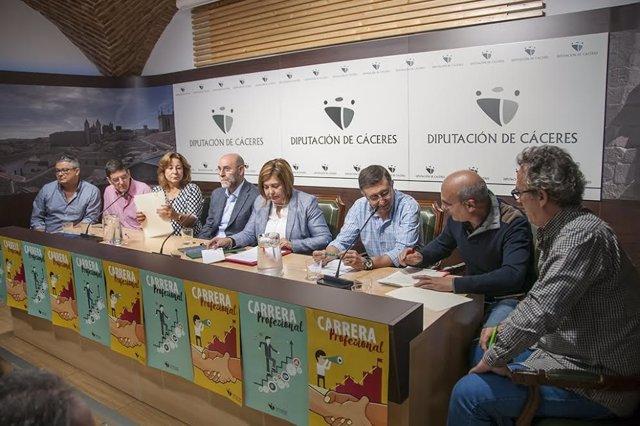 Firma acuerdo carrera profesional Diputación de Cáceres