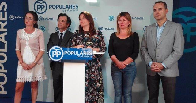 Carmen Crespo junto a sus compañeros parlamentarios almerienses por el PP