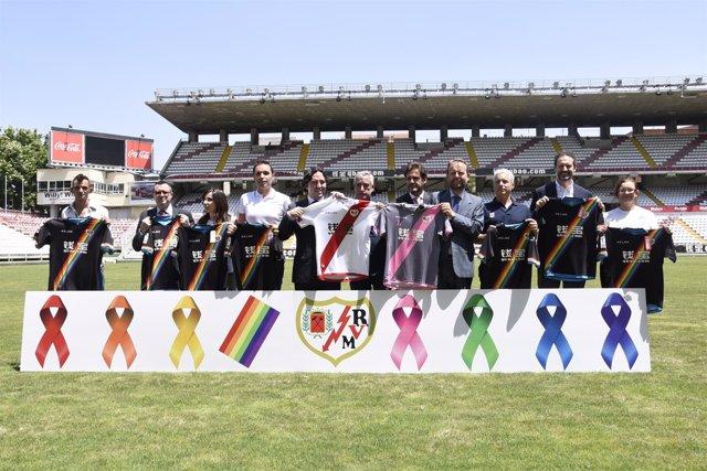 Presentación de las nuevas equipaciones del Rayo Vallecano 2016 con Martín Presa