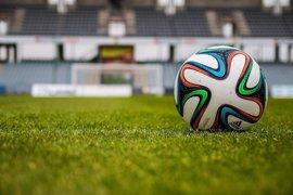 Fútbol en césped artificial: falsos mitos sobre su riesgo para la salud