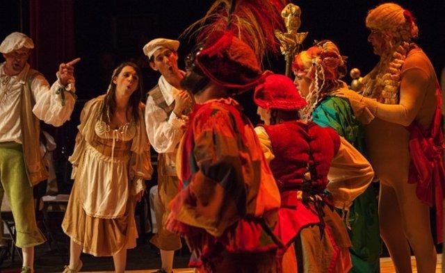Un momento de 'El traje nuevo del Emperador' de la Ópera de Cámara de Navarra