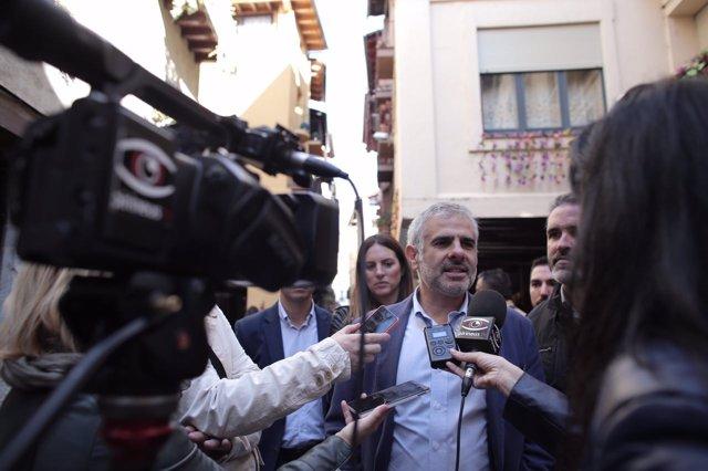 Carlos Carrizosa atiende a los medios en La Seu d'Urgell