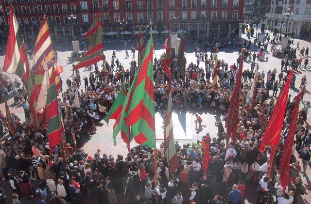 Plaza Mayor de Valladolid con los pendones leoneses