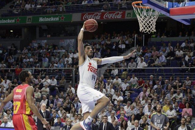 Gustavo Ayón en el partido de playoff contra el UCAM Murcia