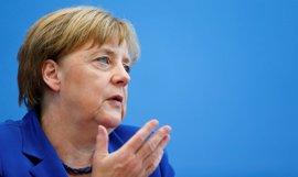 Merkel anuncia que duplicará el gasto militar de Alemania