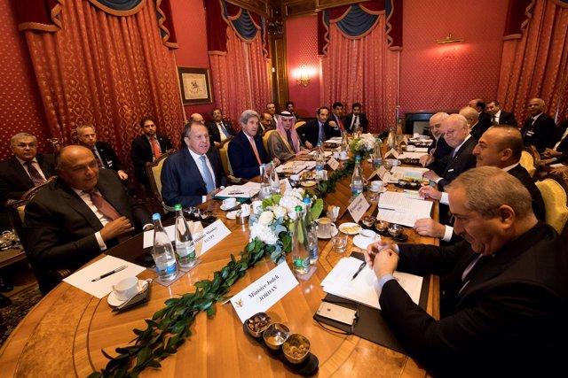 Ministros reunidos en Suiza para tratar el conflicto sirio