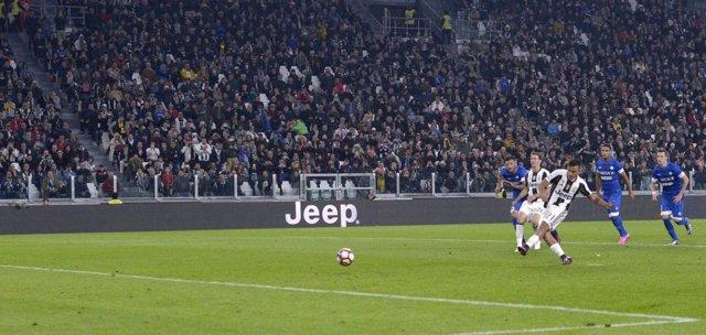 Dybala hace el 2-1 desde el punto de penalti