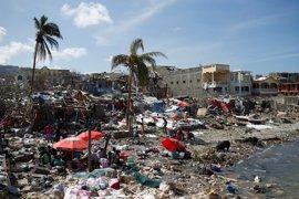 Ban Ki Moon visita un albergue en una localidad haitiana afectada por el paso de 'Matthew'