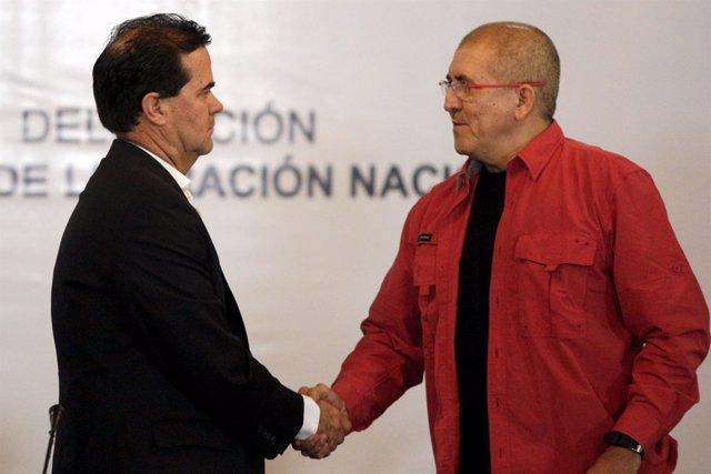 El jefe negociador del Gobierno, Frank Pearl, y del ELN, 'Antonio García'
