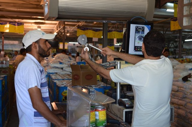 Refugiado sirio paga con reconocimiento de iris en Zaataria gracias al PMA