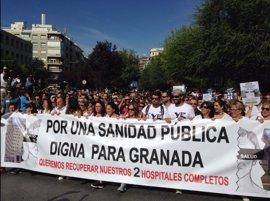 """Decenas de miles de manifestantes piden """"dos hospitales completos"""" en Granada"""
