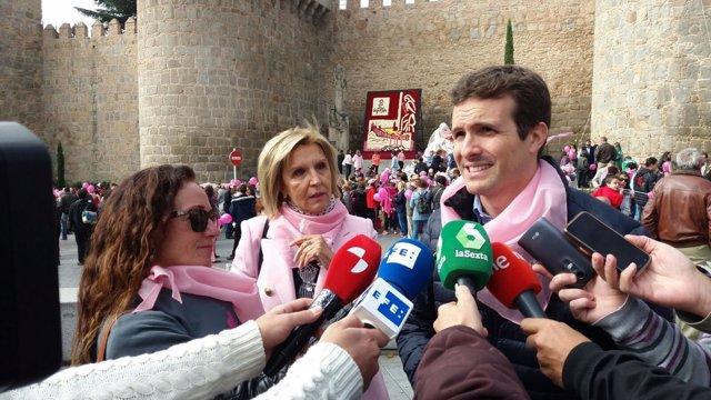 Casado atiende a los medios en Ávila