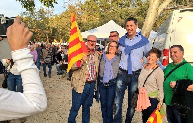 Xavier García Albiol fotografiándose con seguidores