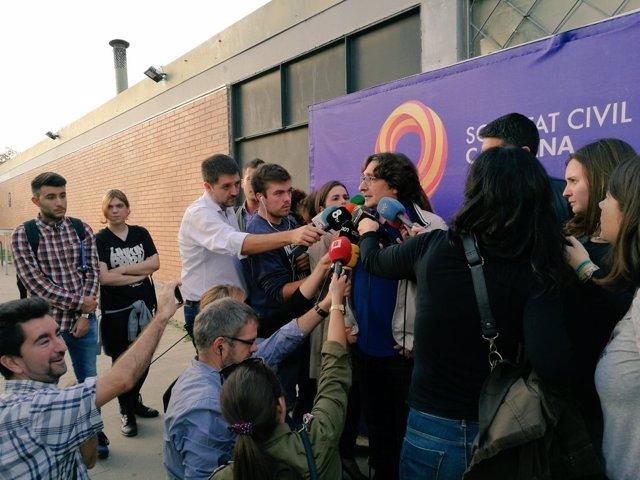 David Pérez (PSC) atiende a los medios en un acto de SCC