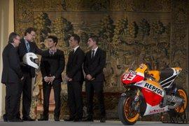 """Rajoy felicita a Marc Márquez por """"hacer historia"""" por su tercer campeonato de MotoGP"""