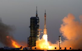 China pone en órbita su mayor misión espacial tripulada hasta la fecha