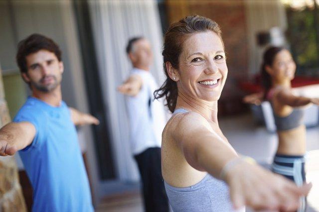 Gente haciendo gimnasia. Sonrisa. Dientes. Deporte