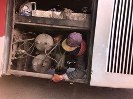 Rescatado en Ceuta un menor oculto en el motor de autobús