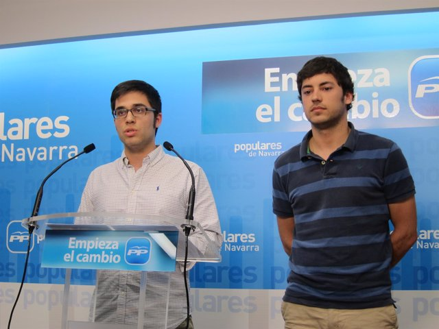 Francesc París (derecha) , exconcejal del PP en Alsasua
