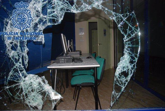 Policía Nacional Detiene A Un Joven Que Fracturó El Escaparate De Un Establecimi