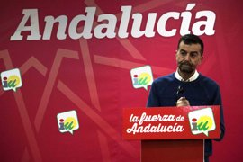 Maíllo (IU) lamenta que la Junta solo negocie presupuestos con C's